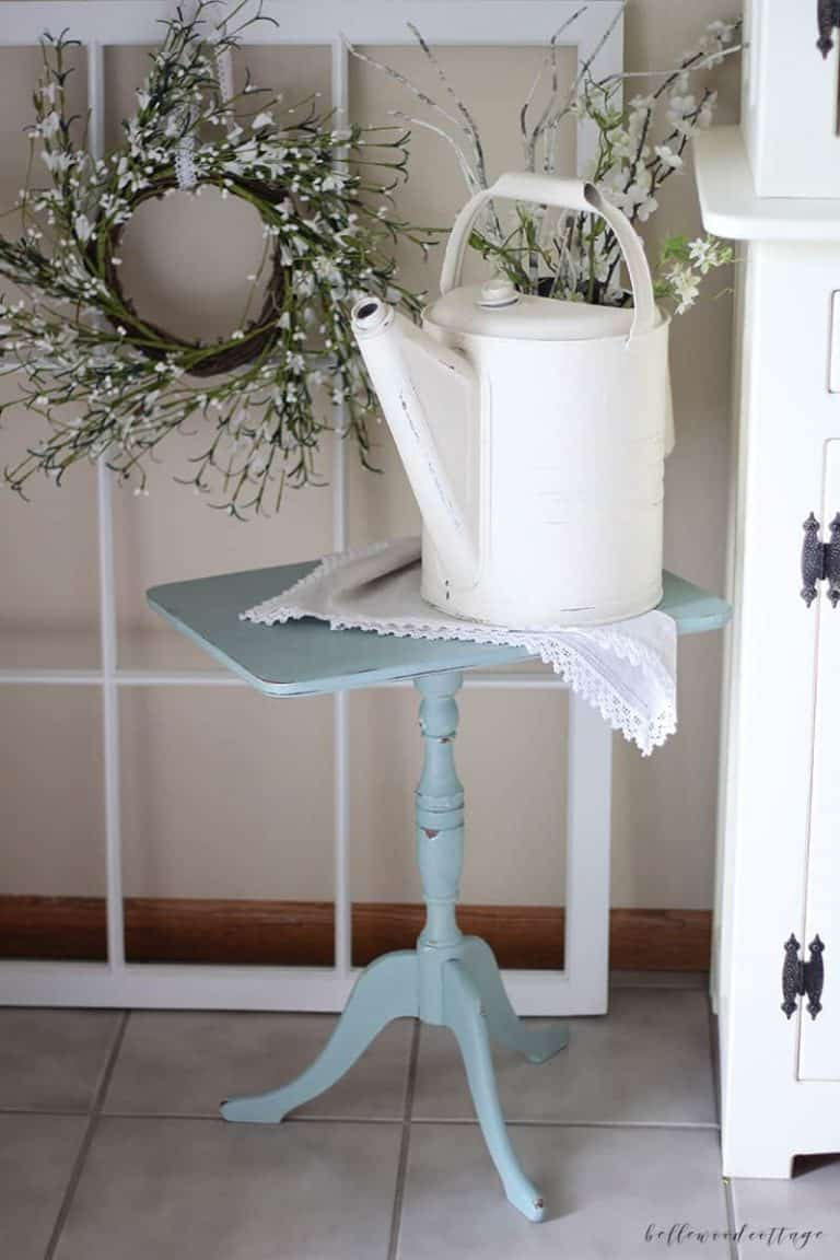 furniture rehab: chalk paint end table