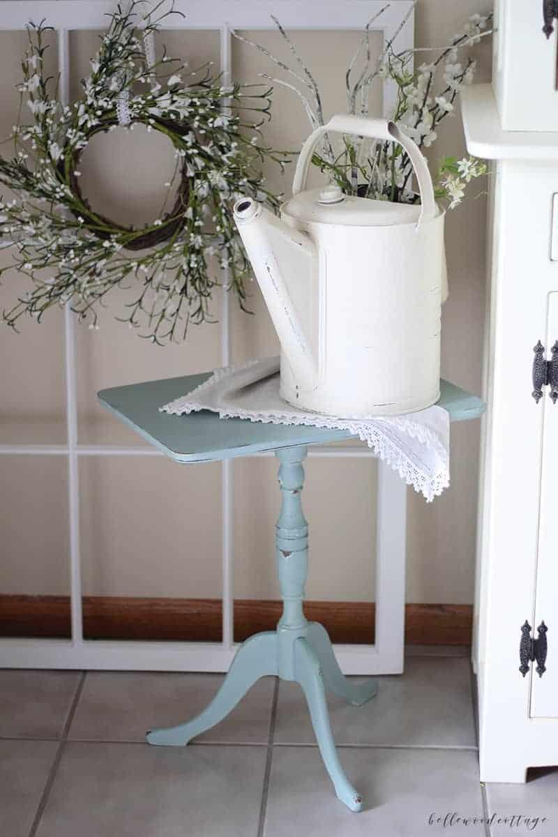 furniture rehab: chalk paint end table