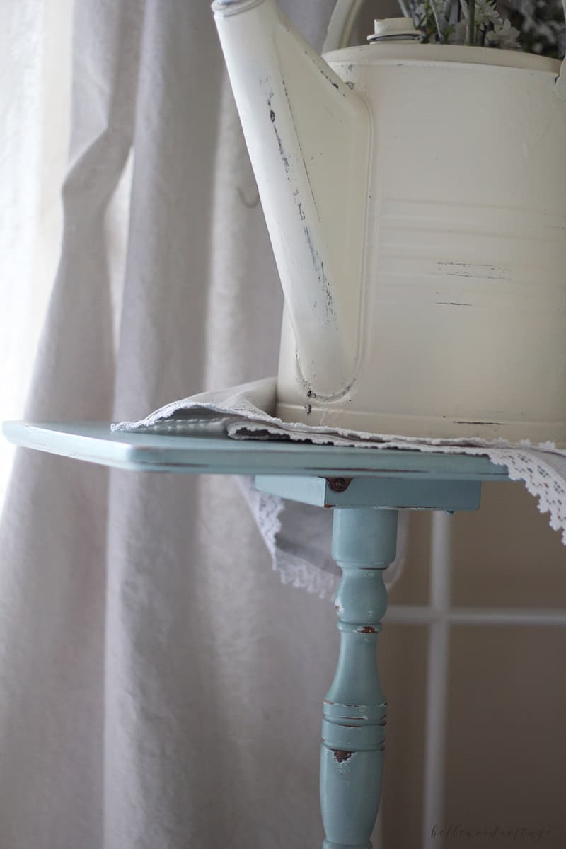Farmhouse Transformation: Close up of distressing with Annie Sloan paint