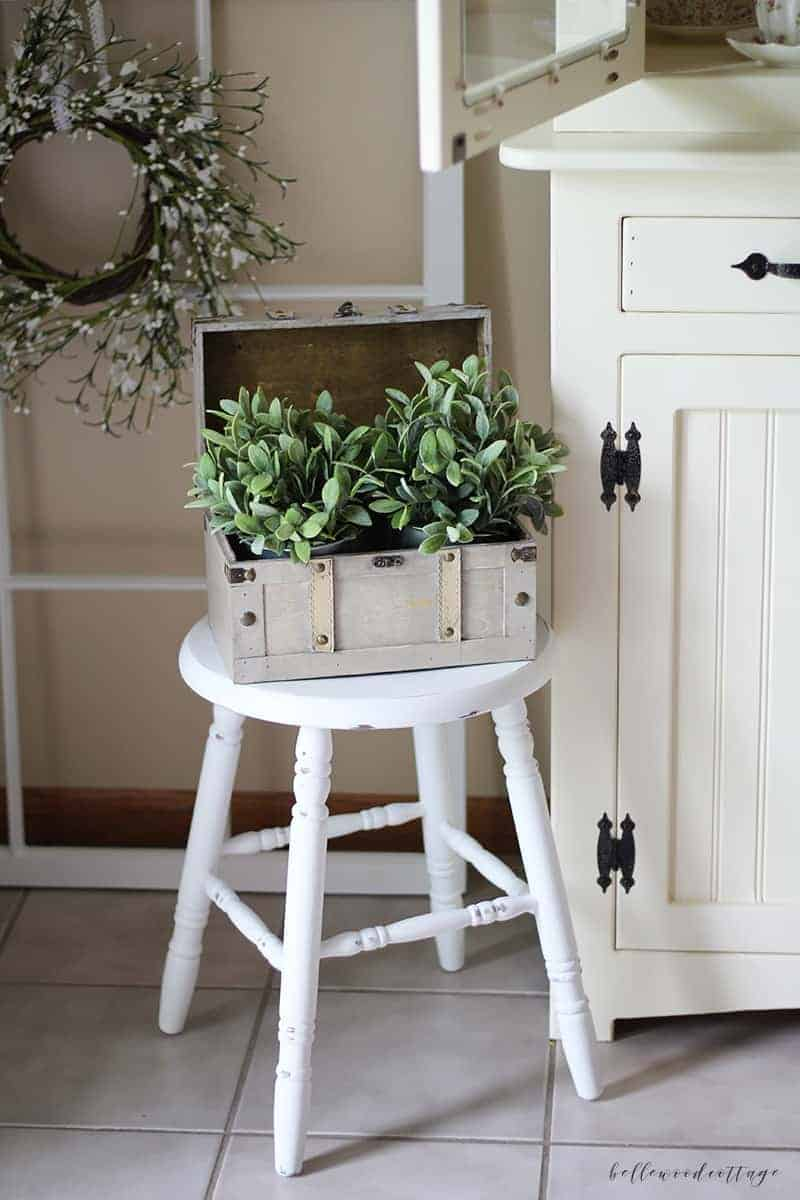 how to distress with chalk paint