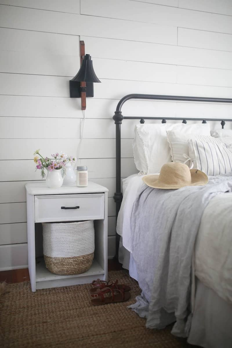 Learn about the essential components of a farmhouse style bedroom and get inspired to create your own farmhouse retreat with this round up from Bellewood Cottage.