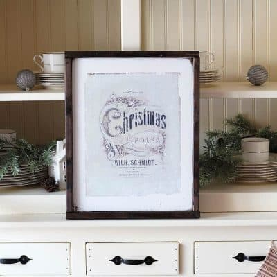 Love Christmas? Me too. Learn how to DIY your own gorgeous Christmas wall art with this budget-friendly tutorial from Bellewood Cottage.