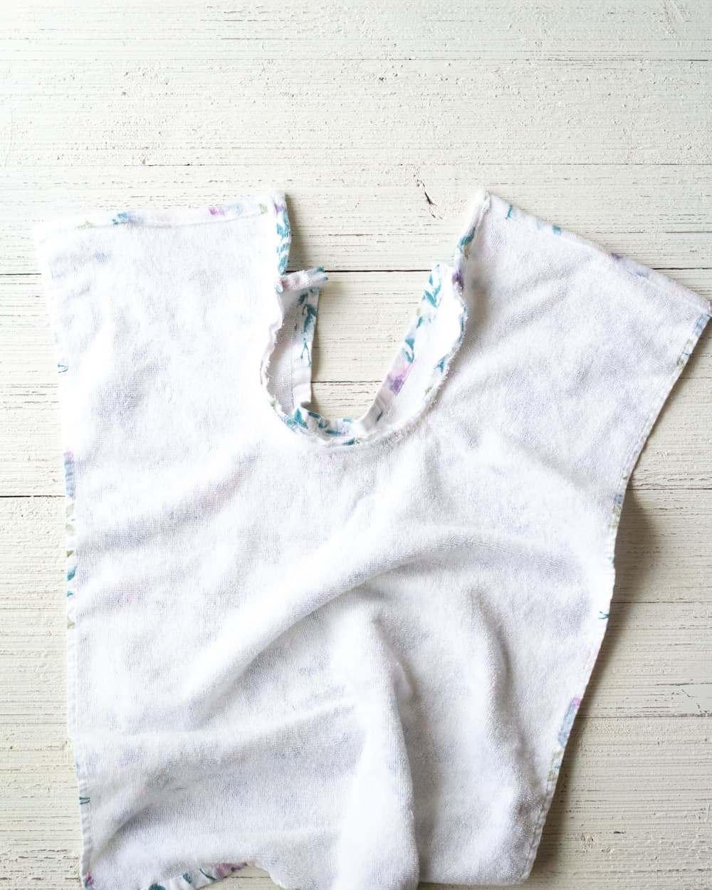 How to sew a collar to a baby bib.