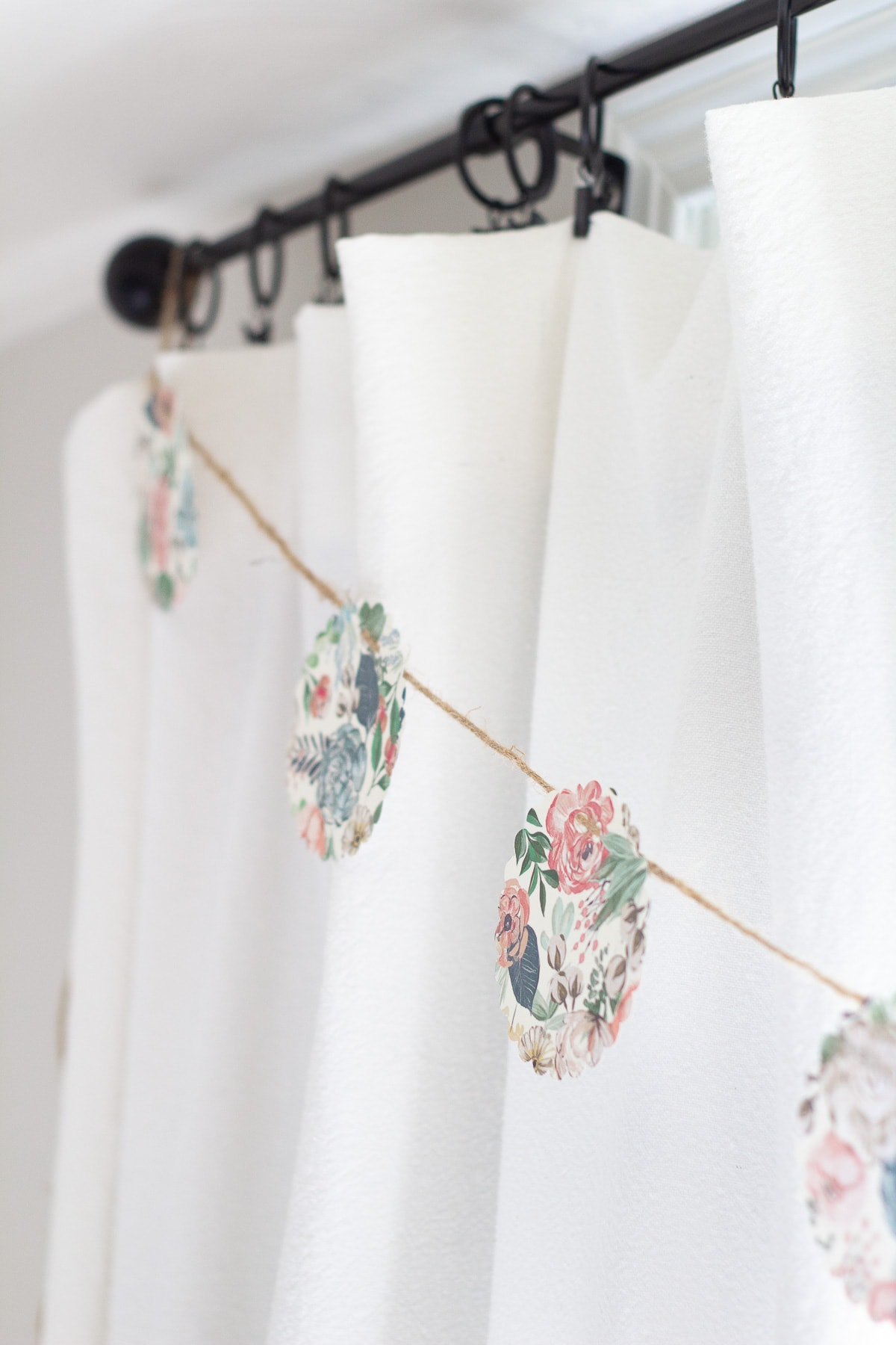 10-Minute No-Sew Paper Garland
