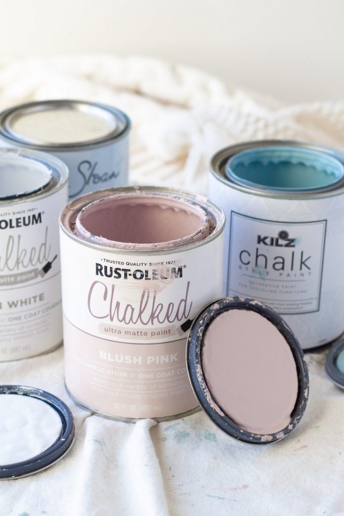 An open can of Rust-Oleum Chalked Paint in Blush Pink.