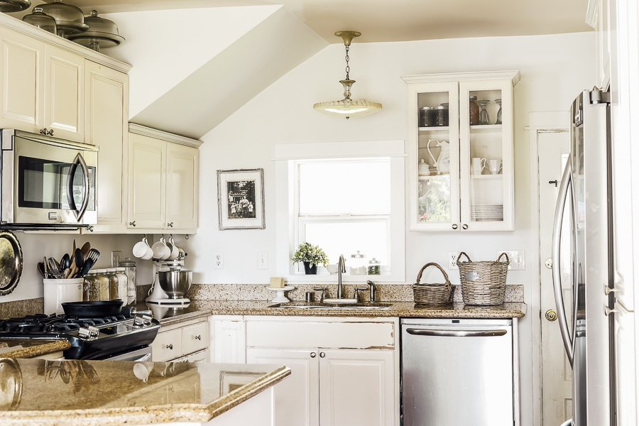 A farmhouse kitchen with brown granite countertops.